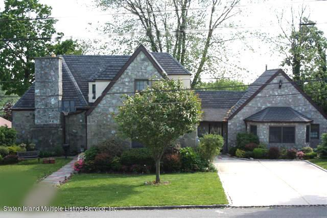 Single Family - Detached in Grasmere - 88 Radcliff Road  Staten Island, NY 10305
