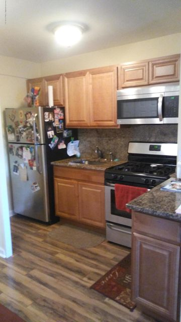 Additional photo for property listing at 1000 Clove Road  Staten Island, New York 10301 United States