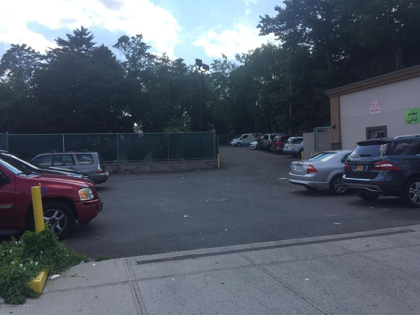 Additional photo for property listing at 1686 Forest Avenue  Staten Island, New York 10302 United States