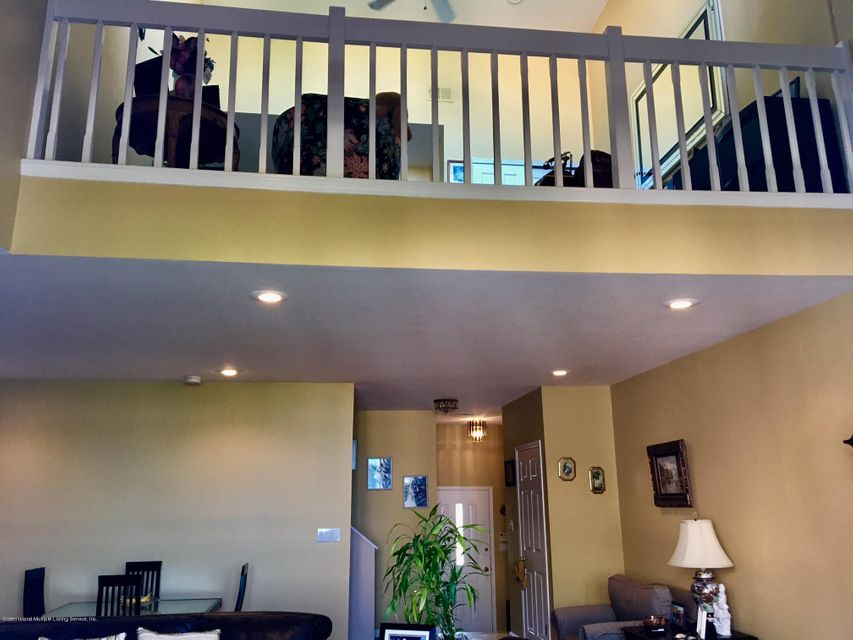 Additional photo for property listing at 17 Harbour Court  Staten Island, New York 10308 United States