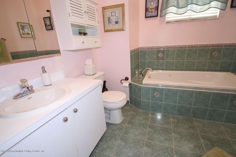 Single Family - Semi-Attached 1016 Sheldon Avenue  Staten Island, NY 10309, MLS-1113180-23