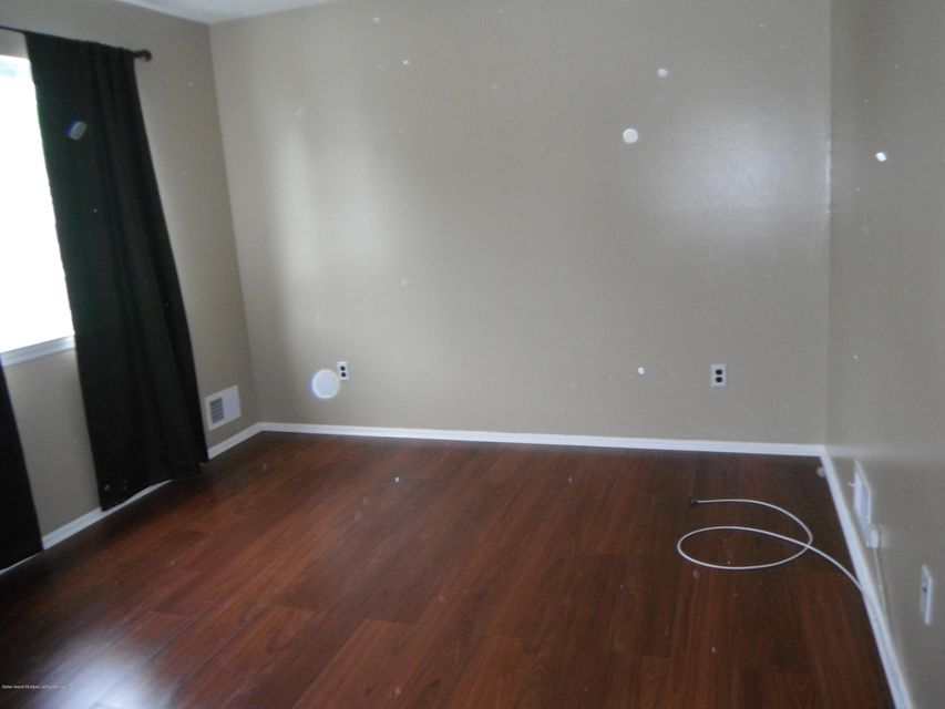 Additional photo for property listing at 33a White Oak Lane  Staten Island, New York 10309 United States