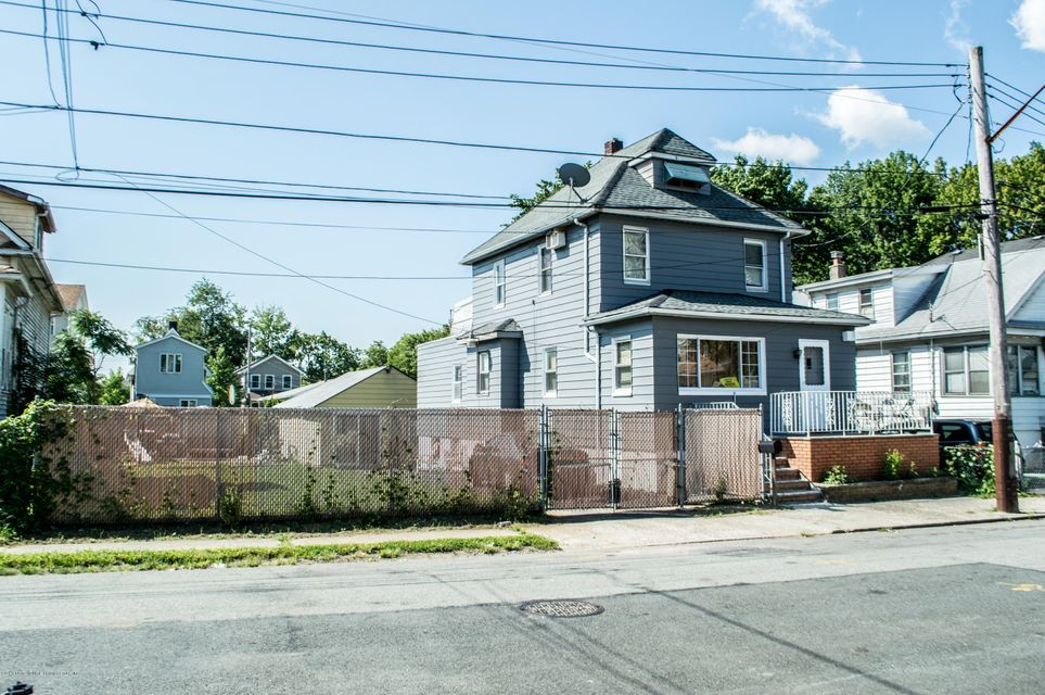Single Family - Detached 18 Fancher Place  Staten Island, NY 10303, MLS-1113253-2