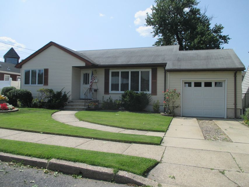 Single Family Home for Sale at 190 Glascoe Avenue Staten Island, New York 10314 United States