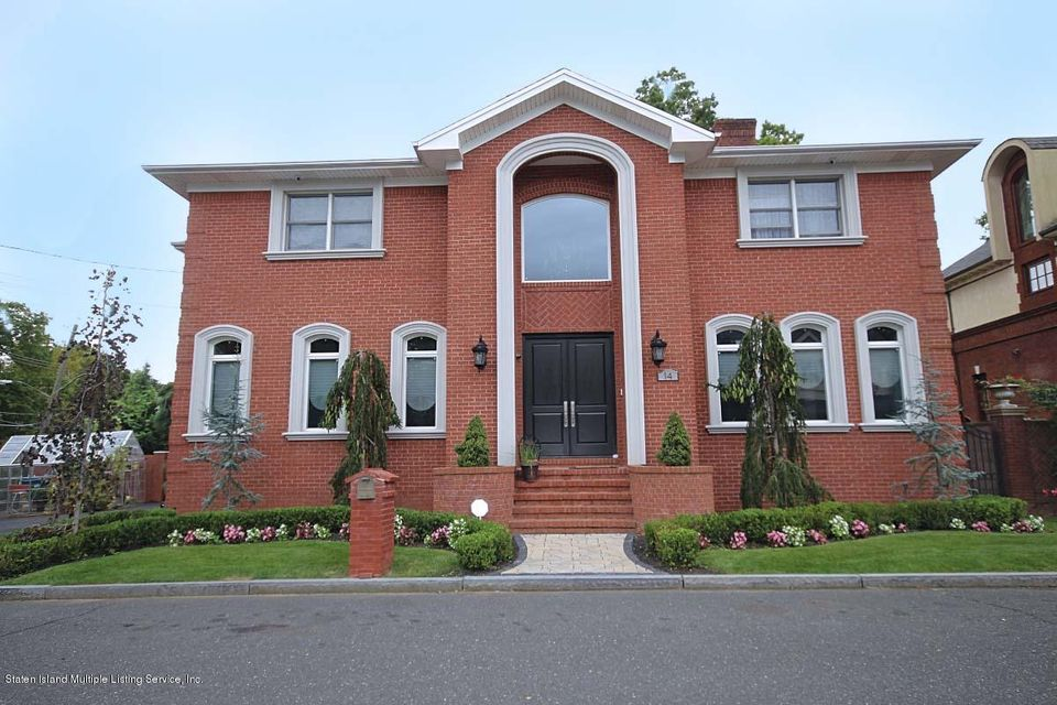 Single Family Home for Sale at 14 Sarcona Court Staten Island, New York 10309 United States