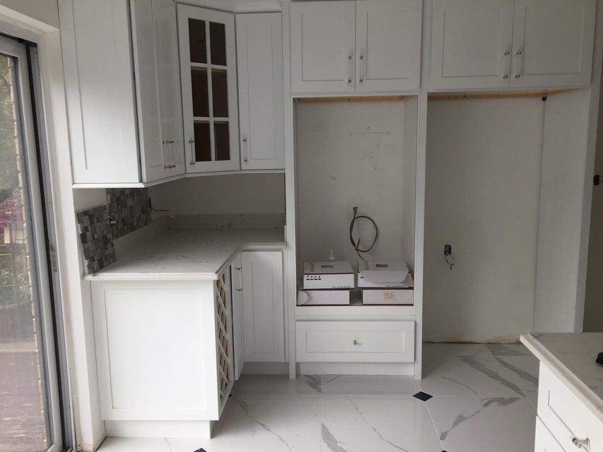 Additional photo for property listing at 51 Claradon Lane  Staten Island, New York 10305 United States