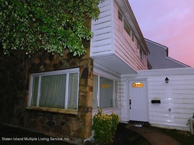 Single Family Home for Sale at 320 Hampton Green Staten Island, New York 10312 United States