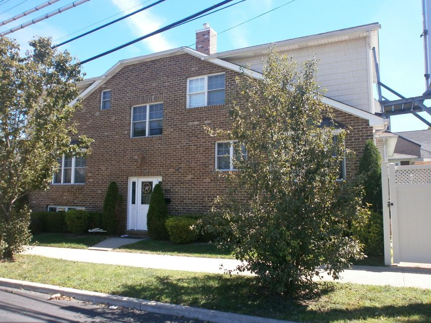 Single Family Home for Sale at 303 Crystal Ave Staten Island, New York 10314 United States