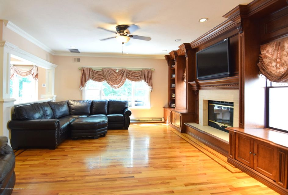 Additional photo for property listing at 36 Carolyn Court  Staten Island, New York 10309 United States