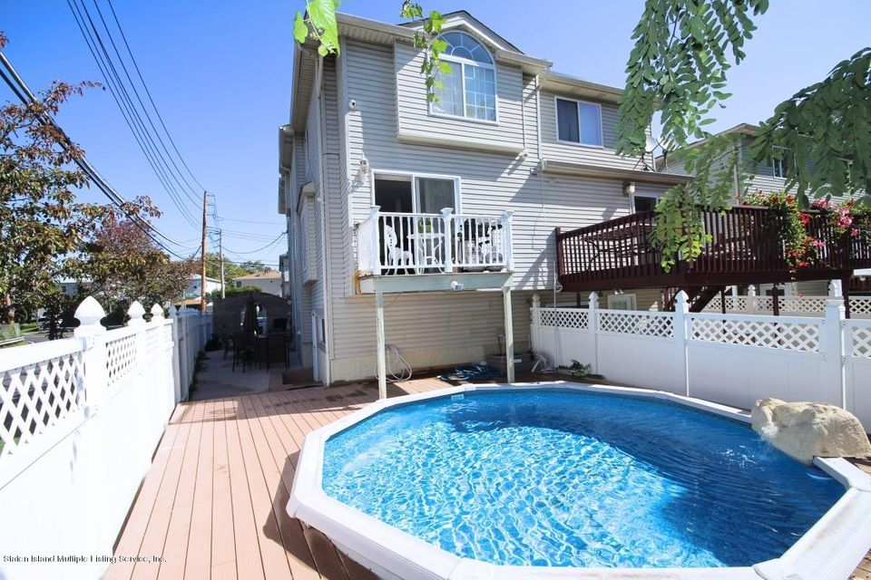 Single Family - Attached 16 Barry Court  Staten Island, NY 10306, MLS-1113613-23
