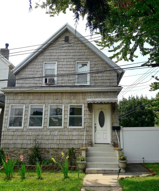 Single Family Home for Sale at 2 Smith St Staten Island, New York 10305 United States