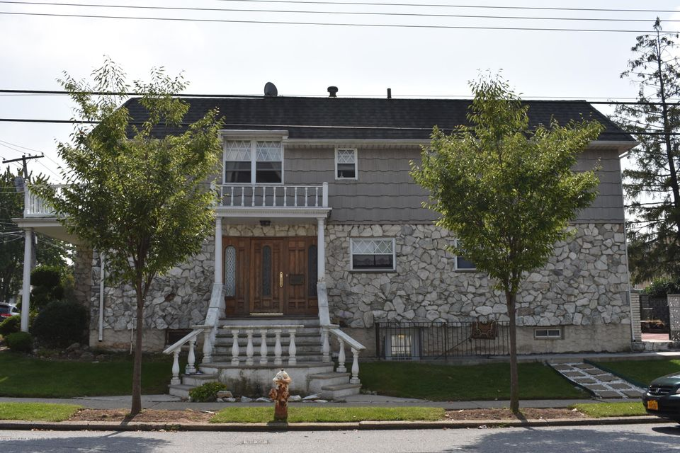 Two Family - Detached in Willowbrook - 236 Kell Avenue  Staten Island, NY 10314