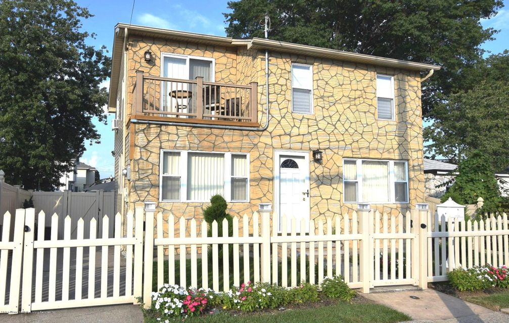 Single Family - Detached in Midland Beach - 463 Lincoln Avenue  Staten Island, NY 10306