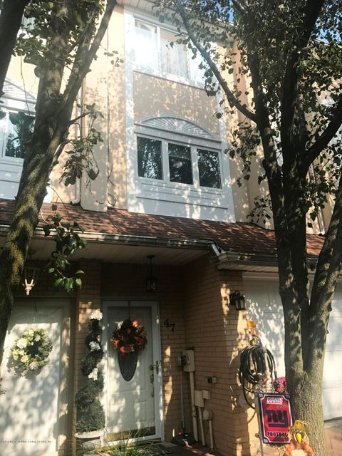 Single Family Home for Sale at 47 Sandywood Lane Staten Island, New York 10309 United States