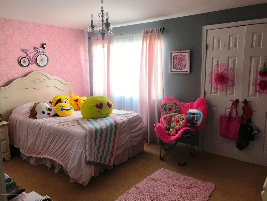 Additional photo for property listing at 47 Sandywood Lane  Staten Island, New York 10309 United States