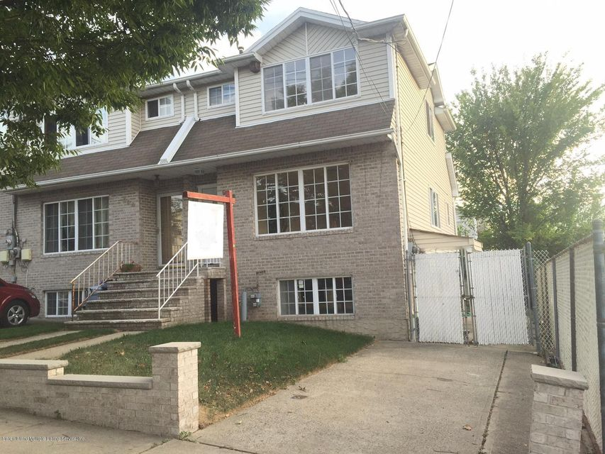 Single Family Home for Sale at 996 Rockland Avenue Staten Island, New York 10314 United States