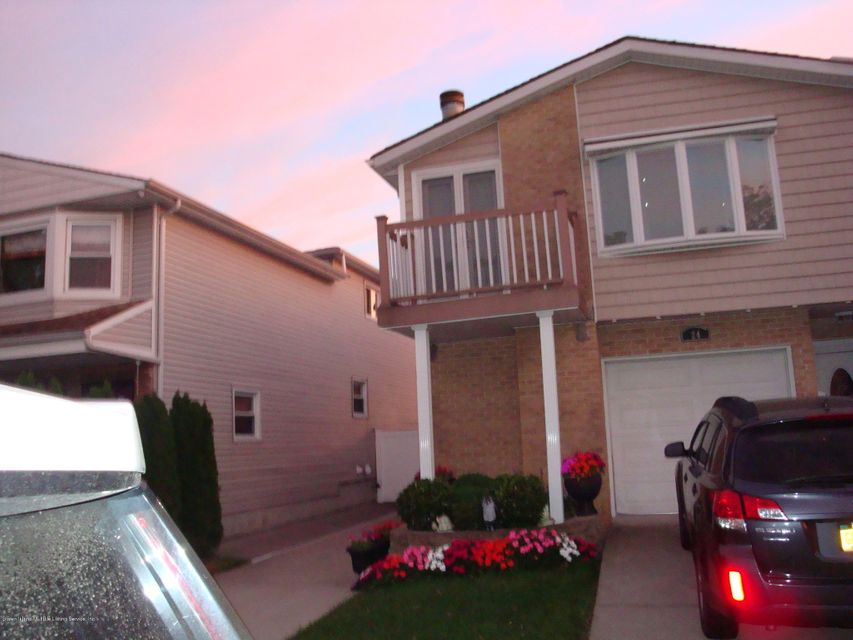 Single Family Home for Rent at 24 Bowling Green Place Staten Island, 10314 United States