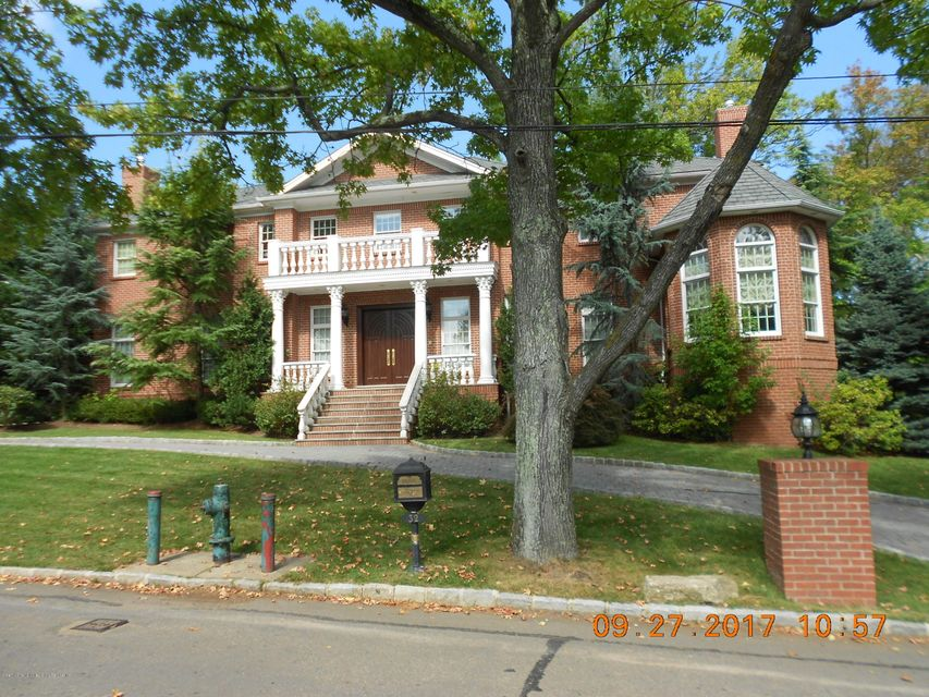 Single Family - Detached in Todt Hill - 32 Circle Road   Staten Island, NY 10304