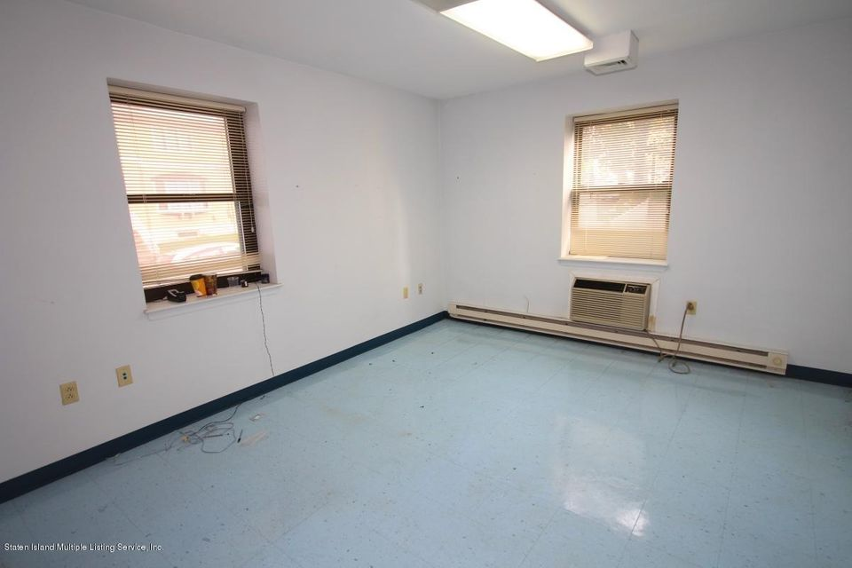 Additional photo for property listing at 690 Castleton Avenue  Staten Island, New York 10310 United States