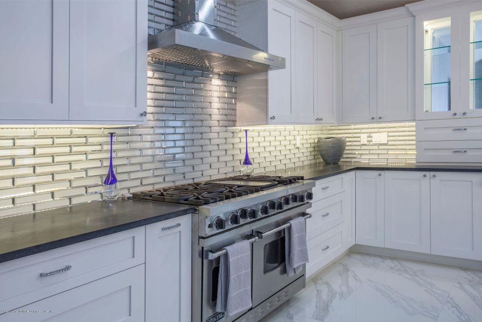 Additional photo for property listing at 290 Koch Boulevard  Staten Island, New York 10312 United States