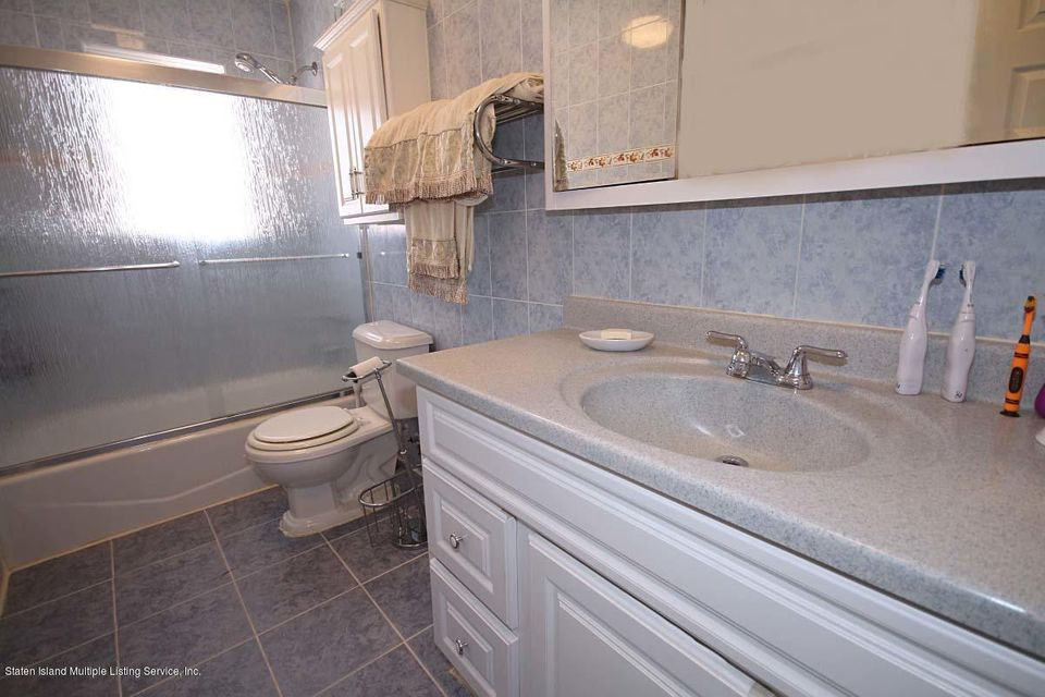 Additional photo for property listing at 124 Woodbine Avenue  Staten Island, New York 10313 United States