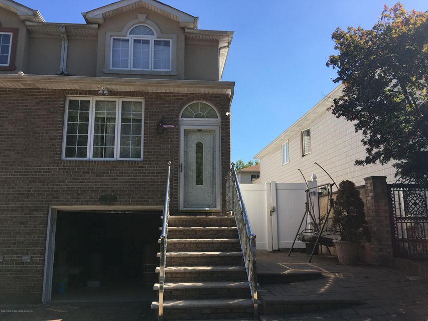 Single Family Home for Sale at 152 Graham Avenue Staten Island, New York 10314 United States