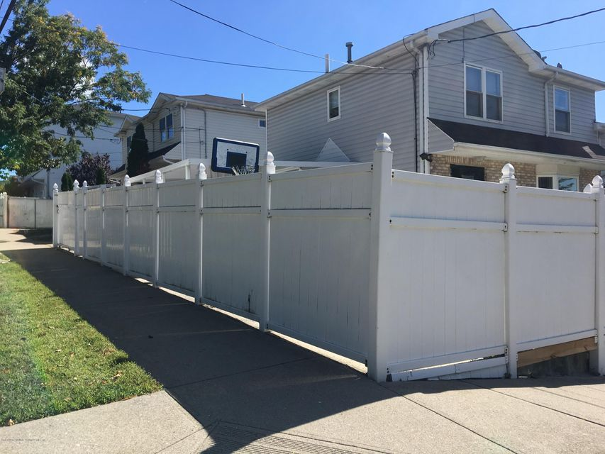 Additional photo for property listing at 71 Graves Street  Staten Island, New York 10314 United States