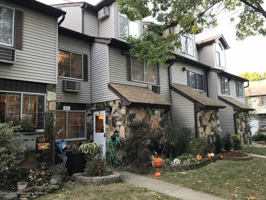 Single Family - Attached 24 Croft Court  Staten Island, NY 10306, MLS-1114157-2
