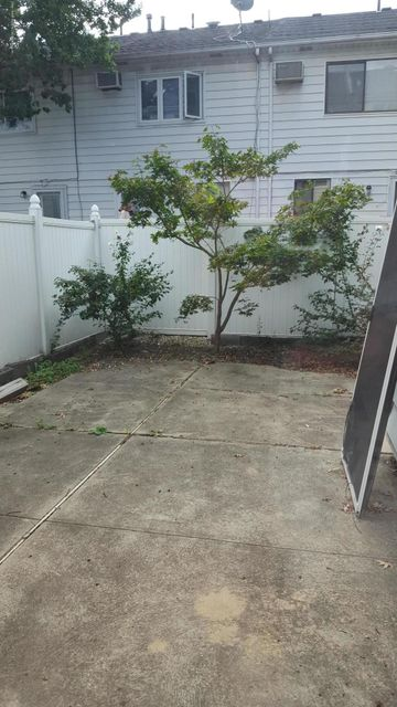 Additional photo for property listing at 167 Dover Green  Staten Island, New York 10312 United States