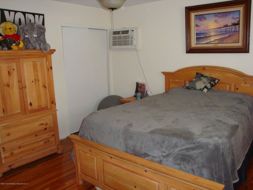 Additional photo for property listing at 4 Adam Court  Staten Island, New York 10314 United States