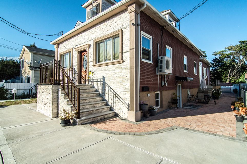 Additional photo for property listing at 51 Beacon Place  Staten Island, New York 10306 United States