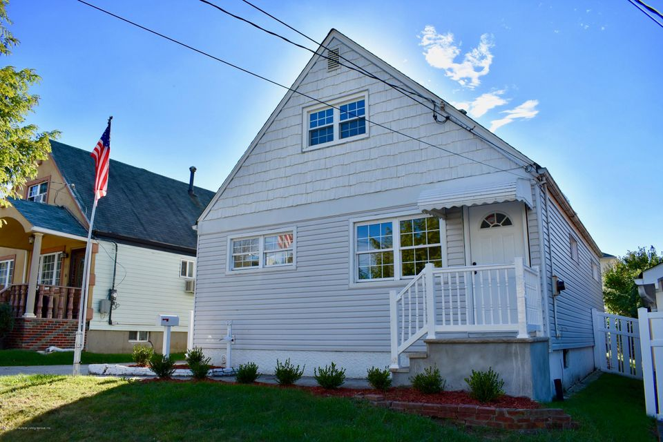 Single Family - Detached in Manor Heights - 38 Suffolk Avenue  Staten Island, NY 10314