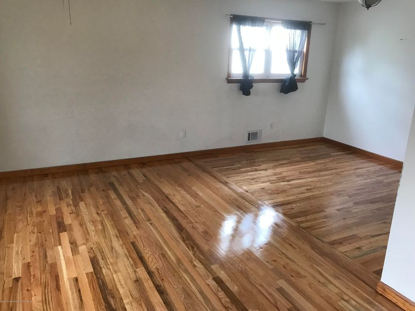 Additional photo for property listing at 395 Bedford Avenue  Staten Island, New York 10306 United States