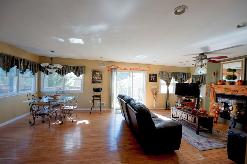 Additional photo for property listing at 558 Wilson Ave  Staten Island, New York 10312 United States