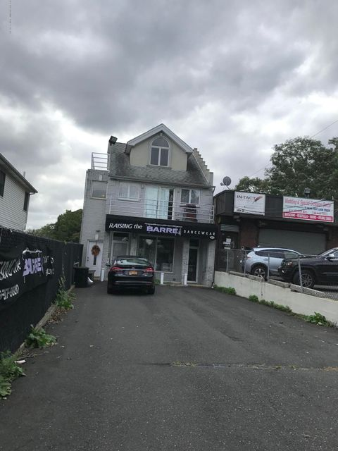Additional photo for property listing at 318 Nelson Avenue  Staten Island, New York 10308 United States