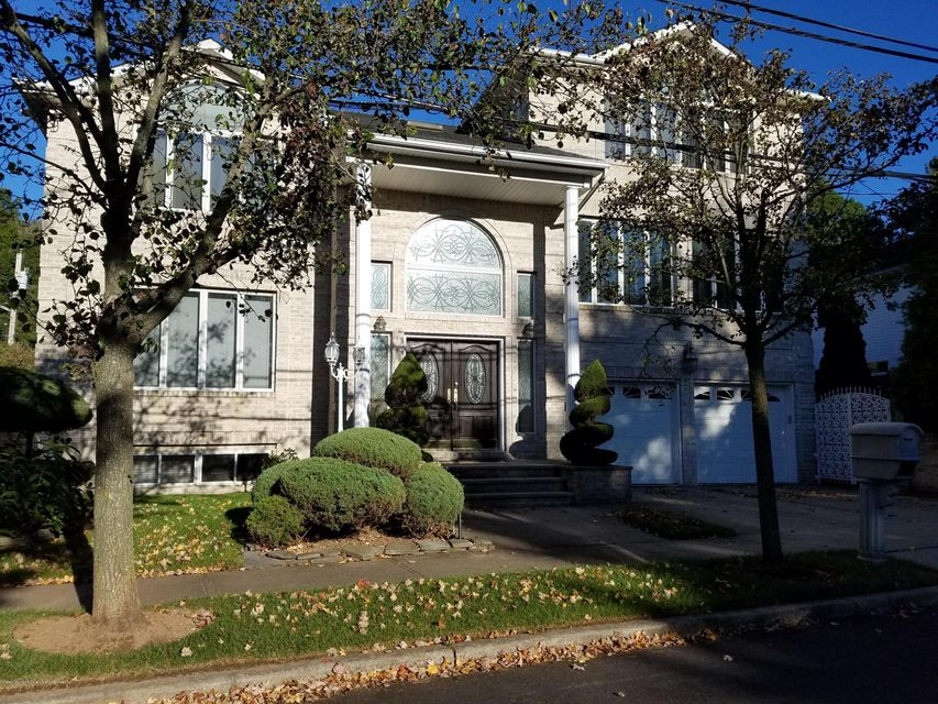 Single Family Home for Sale at 38 Hillview Place Staten Island, New York 10304 United States