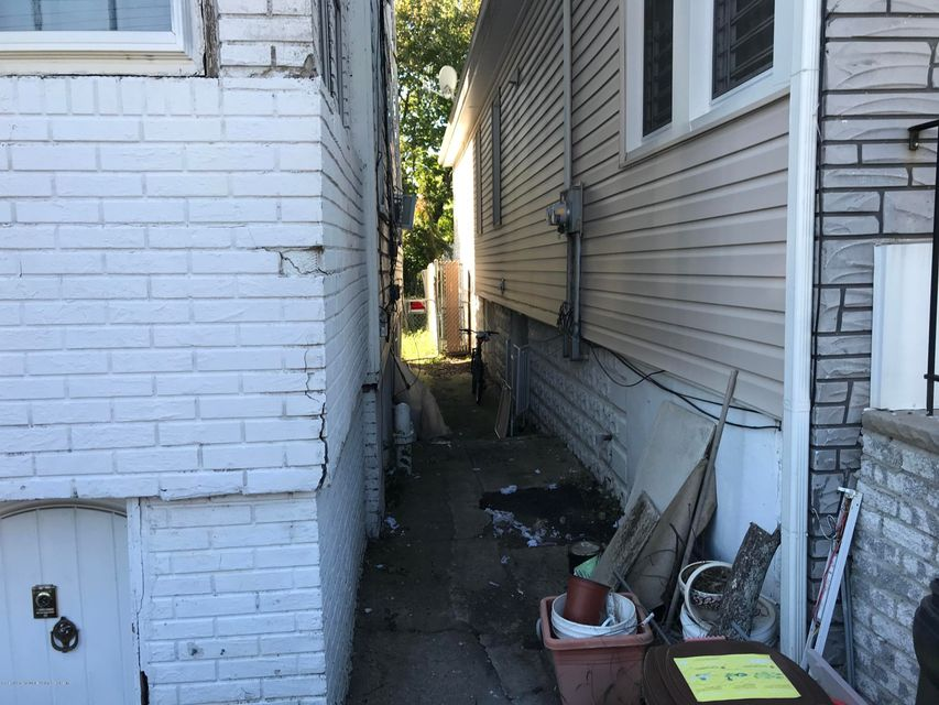 Two Family - Detached 190 Grandview Avenue  Staten Island, NY 10303, MLS-1114438-20