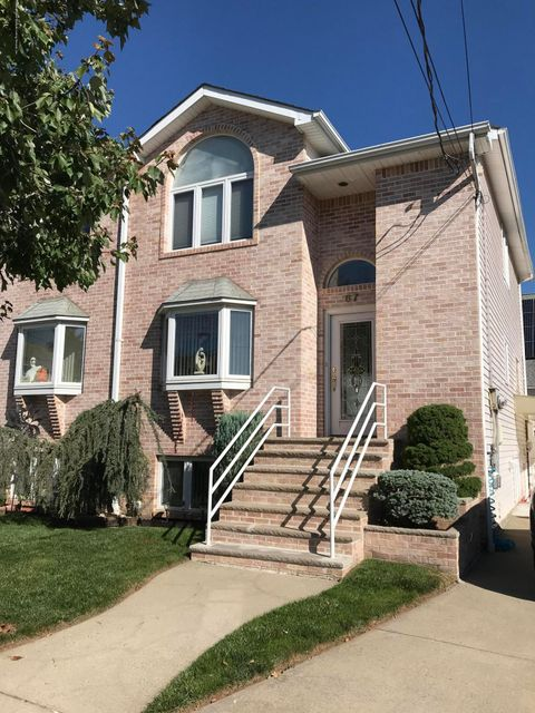 Single Family Home for Rent at 67 Robinson Avenue Staten Island, 10312 United States