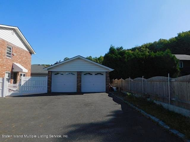 Additional photo for property listing at 325 Todt Hill Road  Staten Island, New York 10314 United States