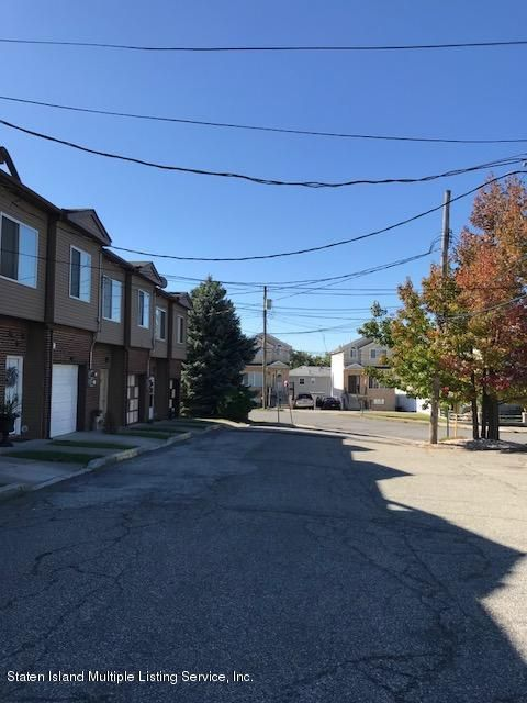 Additional photo for property listing at 16 Julie Court  Staten Island, New York 10314 United States