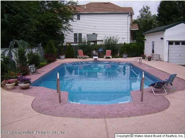 Additional photo for property listing at 121 Wood Avenue  Staten Island, New York 10307 United States