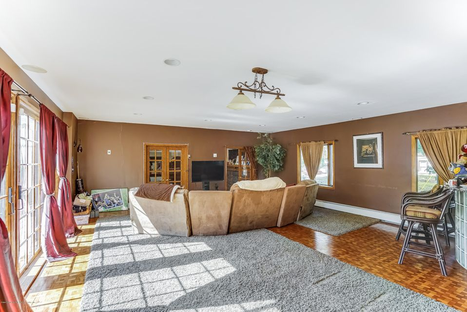 Additional photo for property listing at 176 Beverly Road  Staten Island, New York 10305 United States