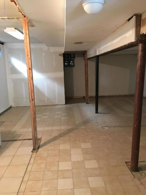 Additional photo for property listing at 88 Slater Blvd  Staten Island, New York 10305 United States