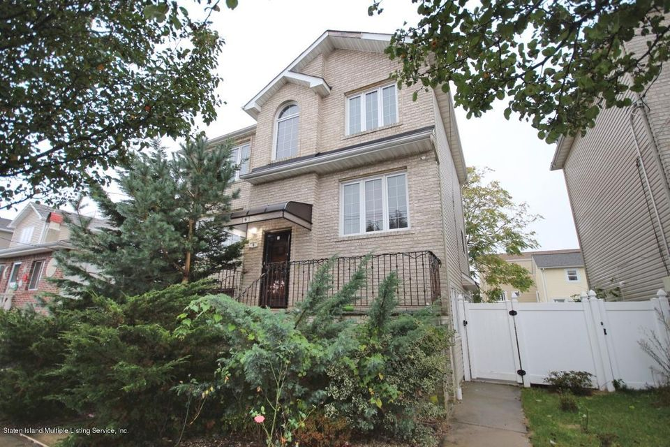 Additional photo for property listing at 6 Garibaldi Avenue  Staten Island, New York 10306 United States