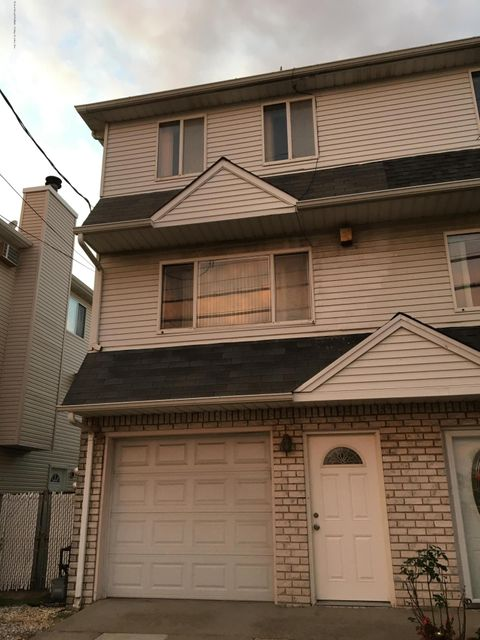 155 Father Capodanno Boulevard,Staten Island,New York 10305,2 Bedrooms Bedrooms,6 Rooms Rooms,3 BathroomsBathrooms,Single family - attached,Father Capodanno,1114637