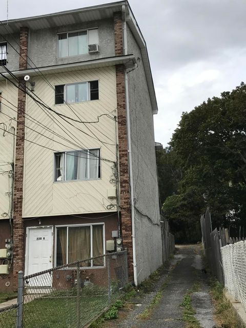 Additional photo for property listing at 228 Targee Street  Staten Island, New York 10304 United States