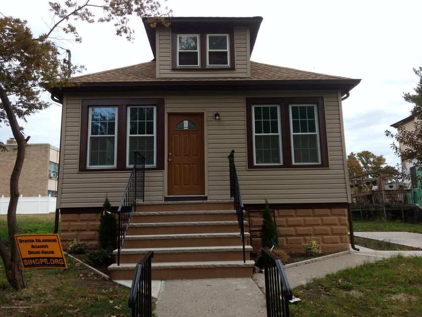 Single Family Home for Sale at 235 Harbor Road Staten Island, New York 10303 United States