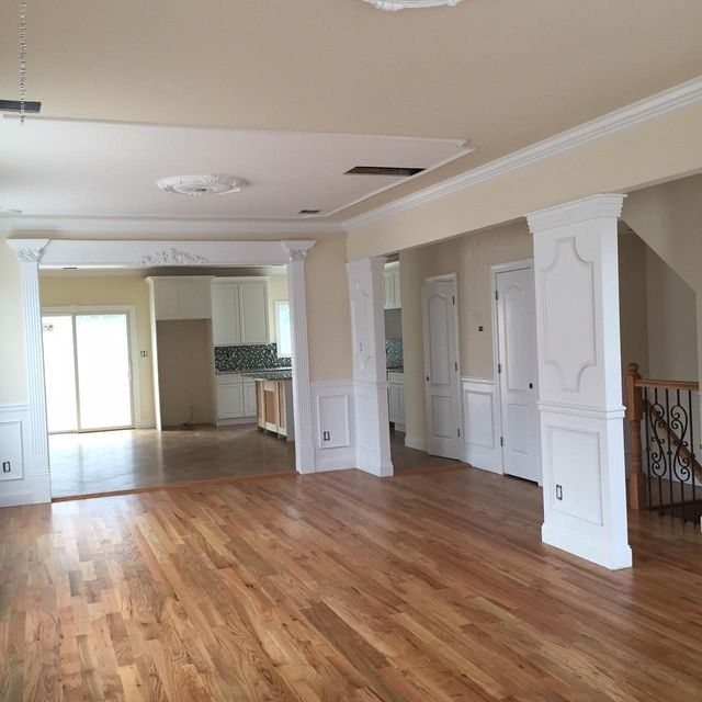 Additional photo for property listing at 52 Foster Road  Staten Island, New York 10309 United States