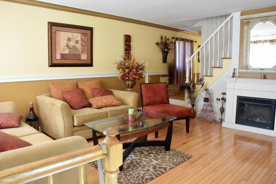 Additional photo for property listing at 161 Sharrotts Road  Staten Island, New York 10309 United States