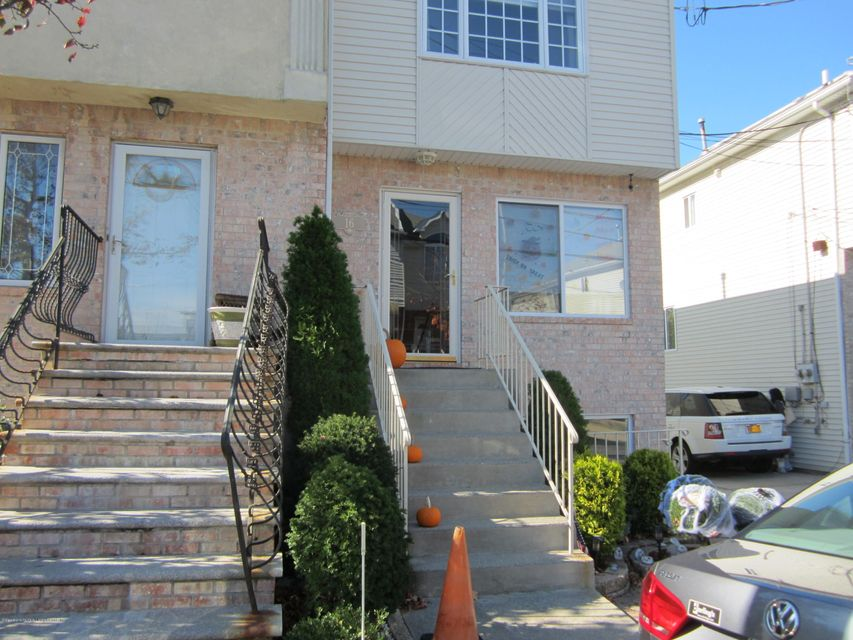 Additional photo for property listing at 16 Bentley Lane  Staten Island, New York 10307 United States